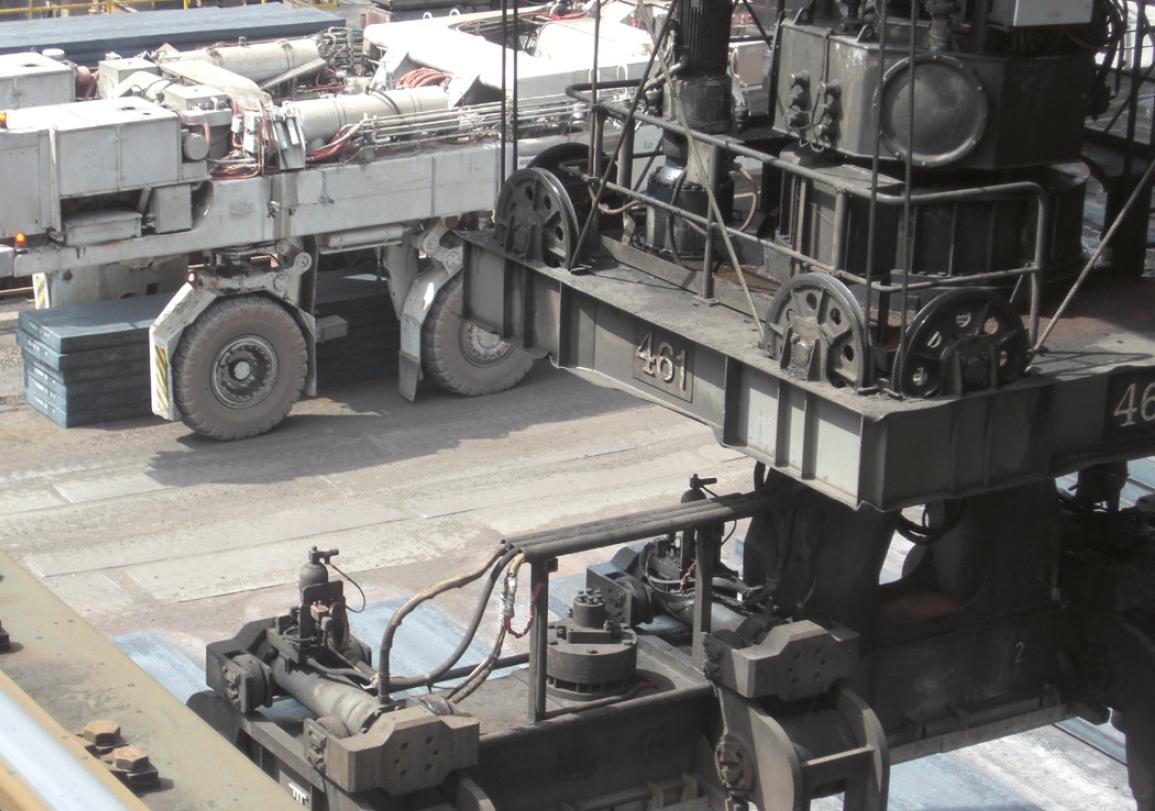 Надежное предотвращение столкновений для кранов и транспортеров